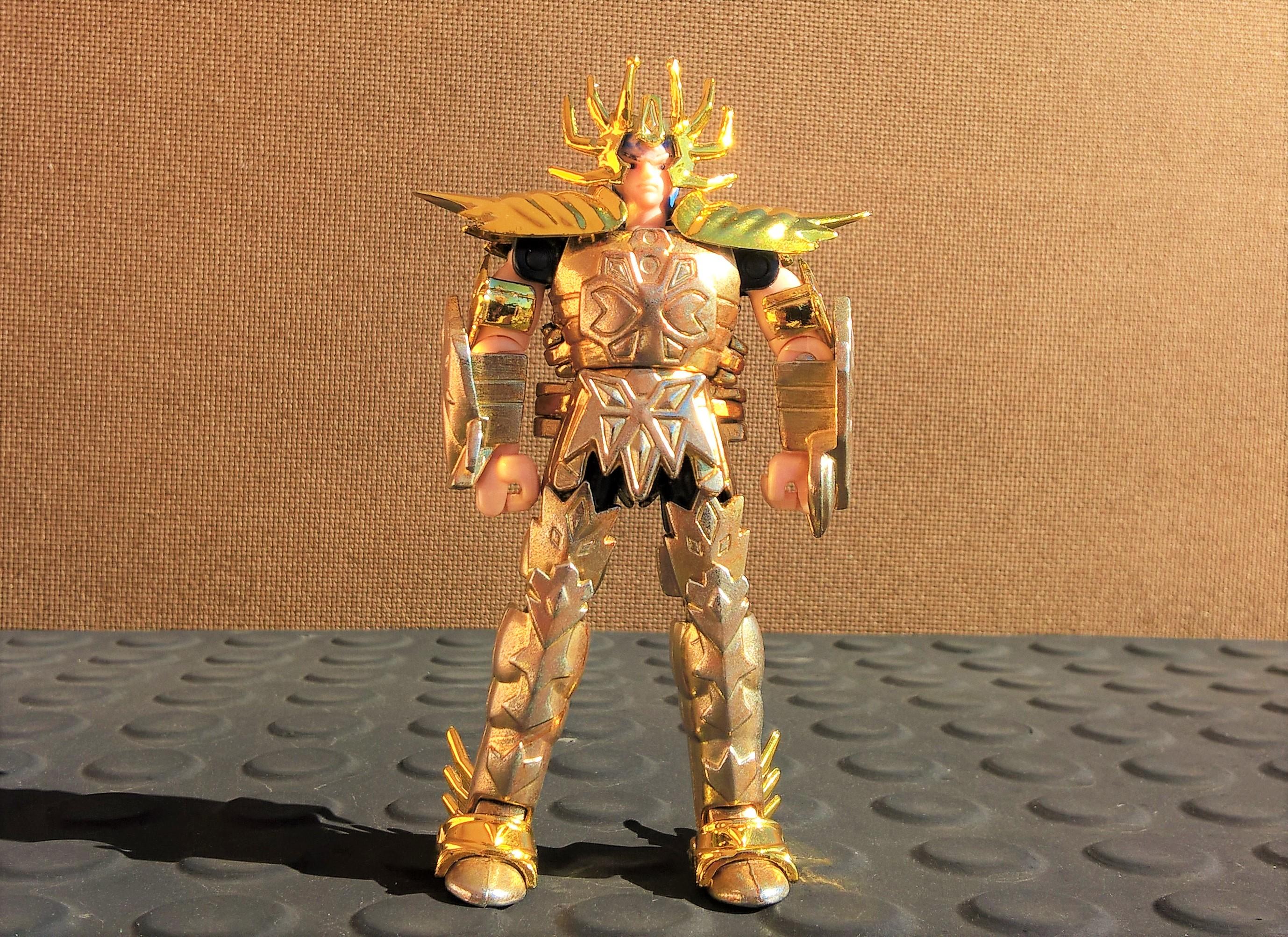 """Cavaleiro de Ouro Máscara da Morte de Câncer da coleção de 1987. Detalhe para a cor """"desbotada"""" das peças de metal"""