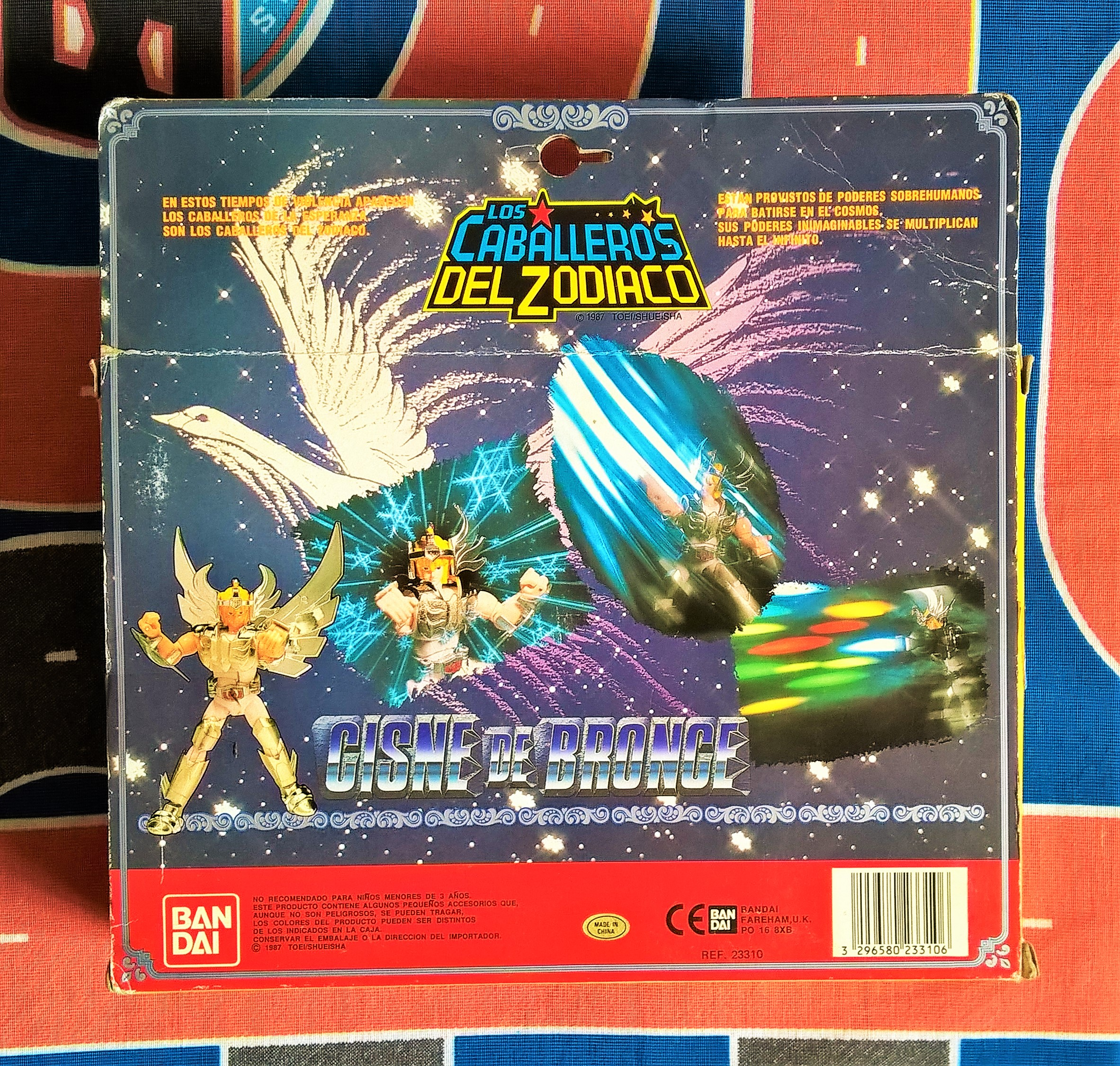 Detalhe da parte de trás da caixa: mostrava o personagem em ação, em sua cena de maior destaque e impacto no desenho. Spoiler?! XD
